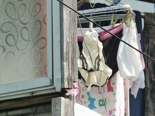 下着フェチの楽園!パンティやブラジャーの洗濯物盗撮エロ画像 34枚 No.7