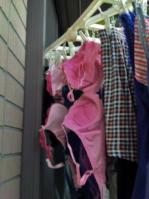 下着フェチの楽園!パンティやブラジャーの洗濯物盗撮エロ画像 34枚 No.20