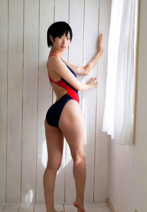 【エロ画像】ケツデカアイドル倉持由香の腰回りの食い込みがけしからんwww 113枚 No.58