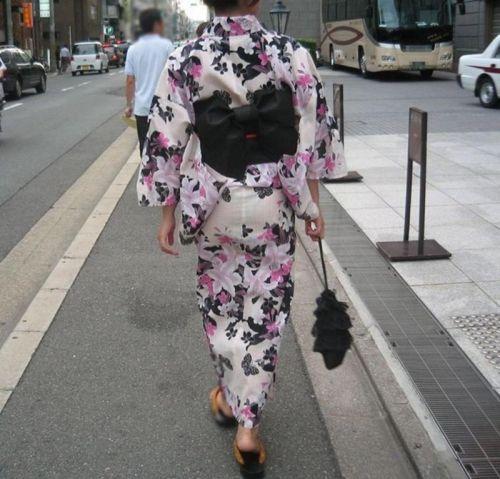 パンツ大漁!浴衣から透けちゃうパンチラ盗撮エロ画像 42枚 No.4