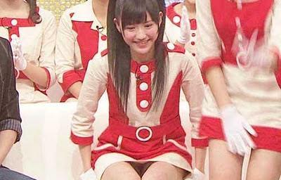 AKB48メンバーがコンサートや劇場でパンチラしちゃうお宝エロ画像 51枚 No.5