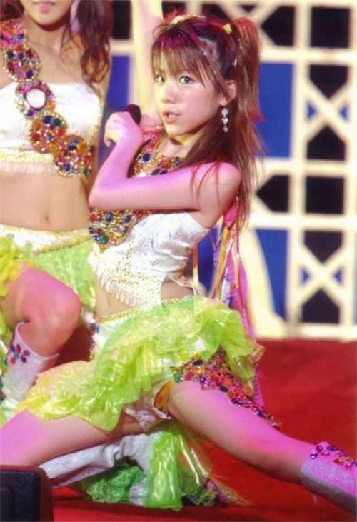 AKB48メンバーがコンサートや劇場でパンチラしちゃうお宝エロ画像 51枚 No.6