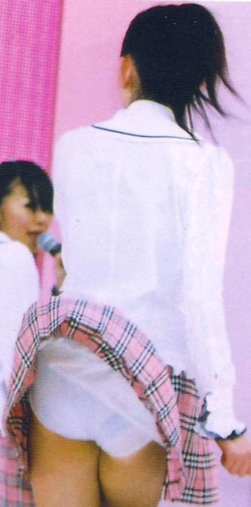 AKB48メンバーがコンサートや劇場でパンチラしちゃうお宝エロ画像 51枚 No.11