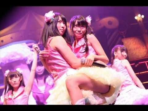AKB48メンバーがコンサートや劇場でパンチラしちゃうお宝エロ画像 51枚 No.15