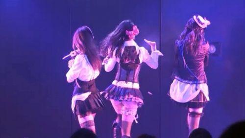 AKB48メンバーがコンサートや劇場でパンチラしちゃうお宝エロ画像 51枚 No.17