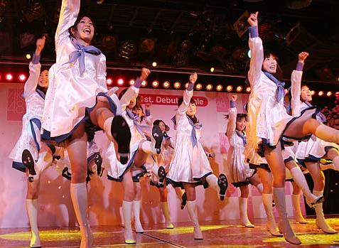 AKB48メンバーがコンサートや劇場でパンチラしちゃうお宝エロ画像 51枚 No.20
