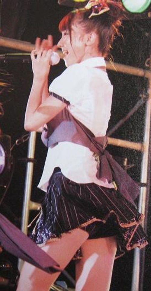 AKB48メンバーがコンサートや劇場でパンチラしちゃうお宝エロ画像 51枚 No.24