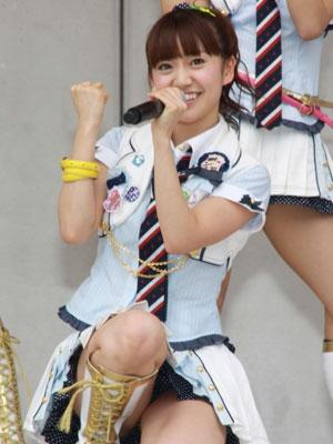 AKB48メンバーがコンサートや劇場でパンチラしちゃうお宝エロ画像 51枚 No.28