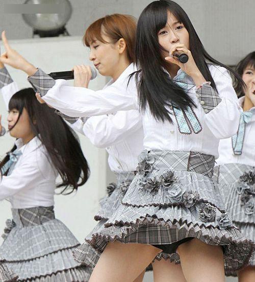 AKB48メンバーがコンサートや劇場でパンチラしちゃうお宝エロ画像 51枚 No.33