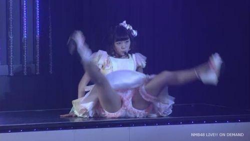 AKB48メンバーがコンサートや劇場でパンチラしちゃうお宝エロ画像 51枚 No.34