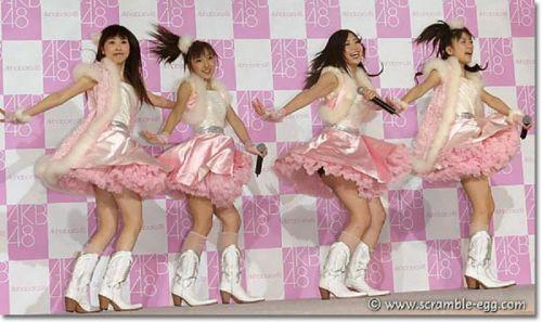 AKB48メンバーがコンサートや劇場でパンチラしちゃうお宝エロ画像 51枚 No.36