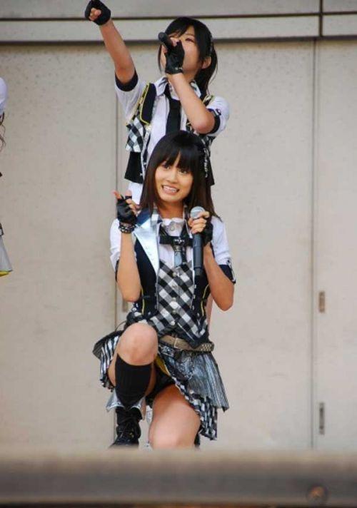 AKB48メンバーがコンサートや劇場でパンチラしちゃうお宝エロ画像 51枚 No.43
