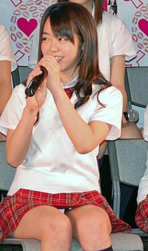 AKB48メンバーがコンサートや劇場でパンチラしちゃうお宝エロ画像 51枚 No.45