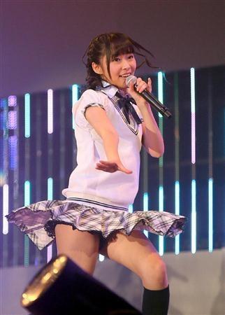 AKB48メンバーがコンサートや劇場でパンチラしちゃうお宝エロ画像 51枚 No.47