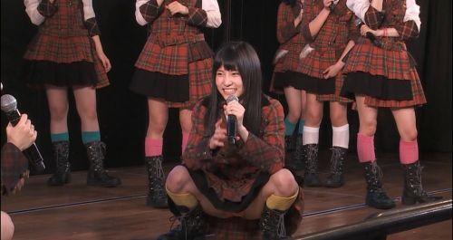 AKB48メンバーがコンサートや劇場でパンチラしちゃうお宝エロ画像 51枚 No.51