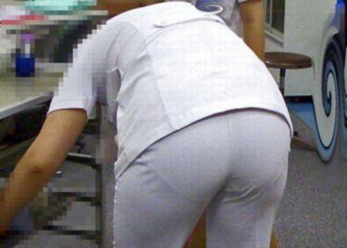 パンティの柄まで透けちゃうナース服を着た看護師を盗撮したエロ画像 32枚 No.9