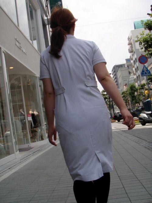 パンティの柄まで透けちゃうナース服を着た看護師を盗撮したエロ画像 32枚 No.23