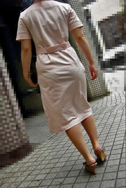 パンティの柄まで透けちゃうナース服を着た看護師を盗撮したエロ画像 32枚 No.25