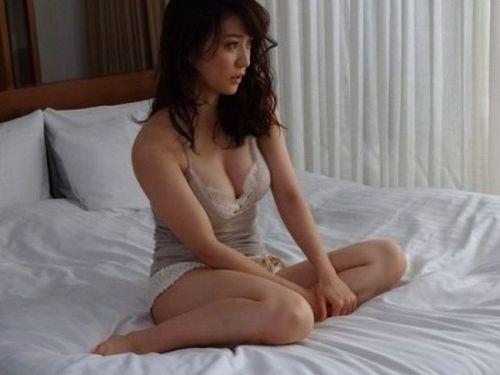 【画像】大島優子の出し惜しみが全くない手ブラやビキニがクッソ抜けるwww 112枚 No.18