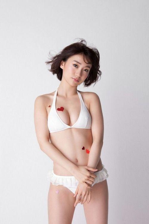 【画像】大島優子の出し惜しみが全くない手ブラやビキニがクッソ抜けるwww 112枚 No.76