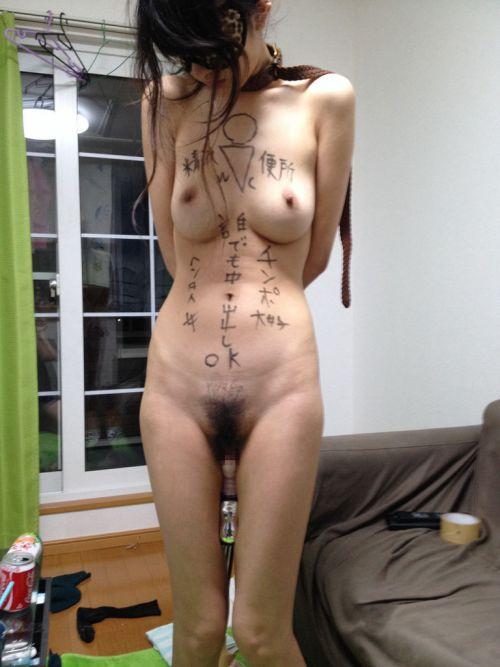 【画像】落書き肉便器なドM女をロープで緊縛して調教した時の達成感www 36枚 No.23