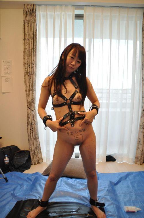 【画像】落書き肉便器なドM女をロープで緊縛して調教した時の達成感www 36枚 No.30