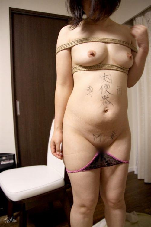 【画像】落書き肉便器なドM女をロープで緊縛して調教した時の達成感www 36枚 No.33