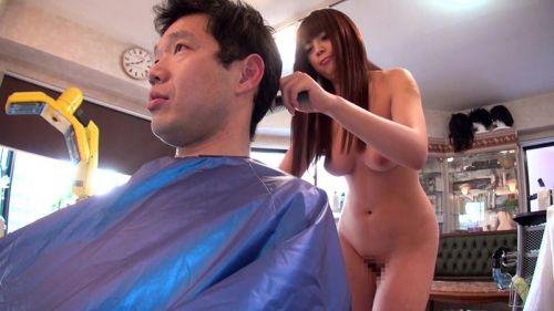 【画像】美容院の中で全裸セックスやエッチなサービスをする美容師www 33枚 No.2