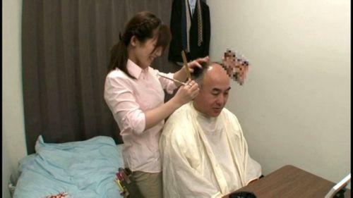 【画像】美容院の中で全裸セックスやエッチなサービスをする美容師www 33枚 No.10