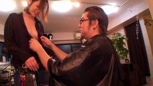 【画像】美容院の中で全裸セックスやエッチなサービスをする美容師www 33枚 No.12