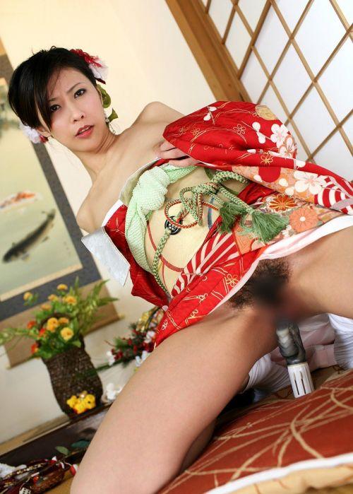 着物が乱れた和服美女がエロい目線で誘惑してくるエロ画像 33枚 No.5