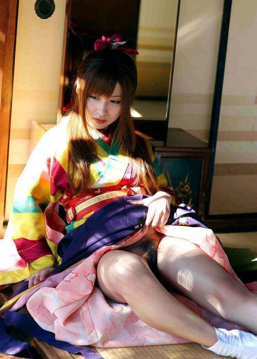 着物が乱れた和服美女がエロい目線で誘惑してくるエロ画像 33枚 No.11