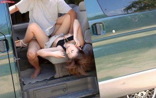 【画像】カーセックスをフラッシュ盗撮された時のカップルの反応www 36枚 No.2