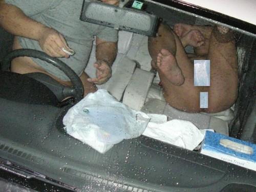 【画像】カーセックスをフラッシュ盗撮された時のカップルの反応www 36枚 No.9
