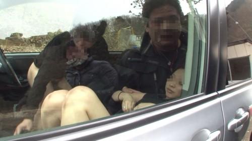 【画像】カーセックスをフラッシュ盗撮された時のカップルの反応www 36枚 No.35