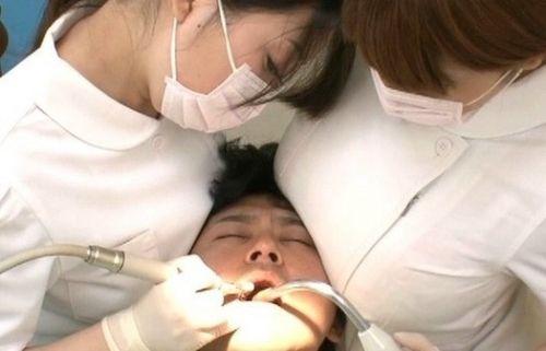 歯科衛生士が診察室で授乳サービスやフェラをしてくれるエロ画像 35枚 No.12
