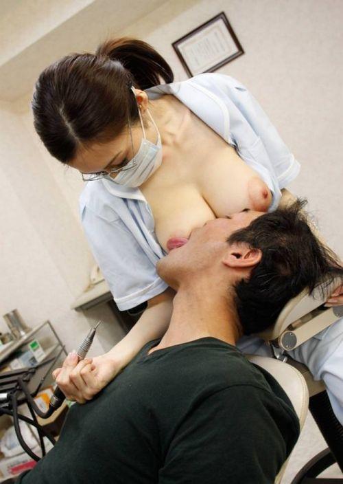 歯科衛生士が診察室で授乳サービスやフェラをしてくれるエロ画像 35枚 No.20