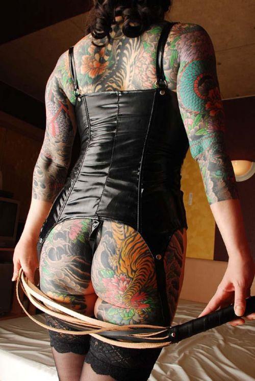 ヤクザ組長の姐さんの全身タトゥー!気合の入った極道の女を御覧ください!!! 35枚 No.8