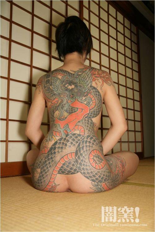 ヤクザ組長の姐さんの全身タトゥー!気合の入った極道の女を御覧ください!!! 35枚 No.13