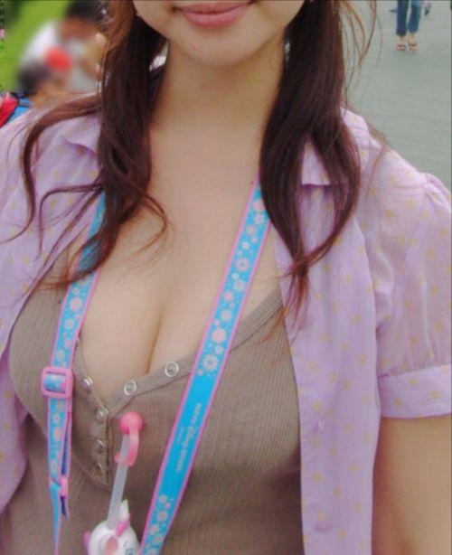 ノーブラで乳首ポッチしちゃってる乳首ビンビンなお姉さんのエロ画像 34枚 No.19