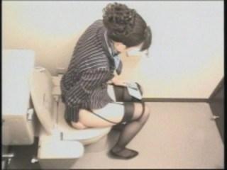 CAさんが和式トイレでM字開脚で排泄シーンを盗撮した結果www 47枚 No.29