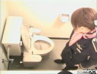 CAさんが和式トイレでM字開脚で排泄シーンを盗撮した結果www 47枚 No.32