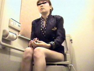 CAさんが和式トイレでM字開脚で排泄シーンを盗撮した結果www 47枚 No.33