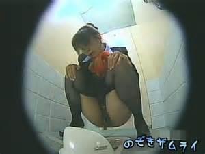 CAさんが和式トイレでM字開脚で排泄シーンを盗撮した結果www 47枚 No.47