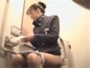 CAさんが和式トイレでM字開脚で排泄シーンを盗撮した結果www 47枚 No.11