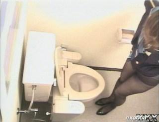 CAさんが和式トイレでM字開脚で排泄シーンを盗撮した結果www 47枚 No.12