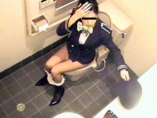CAさんが和式トイレでM字開脚で排泄シーンを盗撮した結果www 47枚 No.13