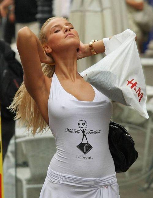 外国人はチクポチで乳首を見せるのが常識だと分かるエロ画像 34枚 No.32