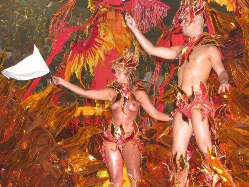 外国人がサンバカーニバルで過激におっぱいを露出しちゃうエロ画像 33枚 No.2