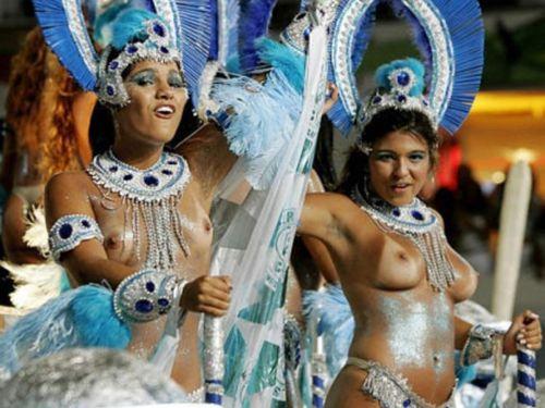 外国人がサンバカーニバルで過激におっぱいを露出しちゃうエロ画像 33枚 No.11